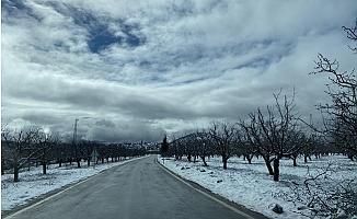 Gülnar'a Nisan Ayında Kar Sürprizi