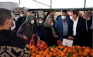 Seçer, Tarsus'ta Esnaf ve Pazar Gezisinde Vatandaşlar İle Buluştu.