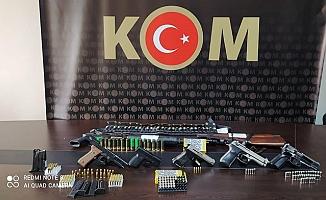 Tarsus Merkezli Silah Kaçakçılarına Eş Zamanlı Operasyon