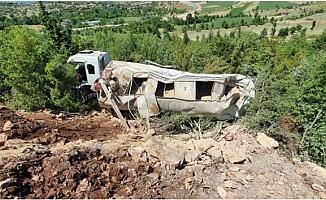 Çamlıyayla'da Feci Kazada Kamyon Şarampole Uçarken Şoför Hayatını Kaybetti.