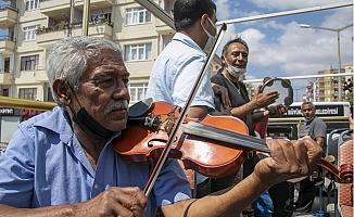 Büyükşehir'den Silifkeli 75 Romen Müzisyene Destek