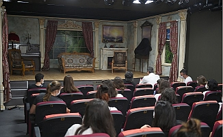 Tarsus Şehir Tiyatroları Perdelerini  'Çehov Vodvil' İle Açtı