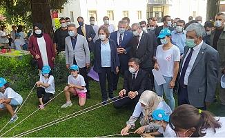 Bakan Ziya Selçuk  Tarsus'ta Önce Eğitim Aldı Sonra Ok Attı.
