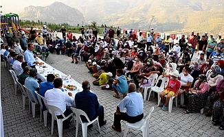 Başkan Seçer, Bayramın Son Gününde Erdemli Halkı İle Bayramlaştı.