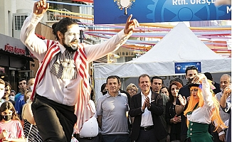 Başkan Seçer, 'Mersin Kushimoto Sokak Sanatçıları Festivali'ni Ziyaret Etti.
