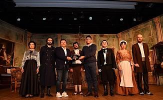 Tarsus Şehir Tiyatrosu İstanbul'dan Ödülle Dönüyor