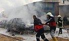 Isınmak İçin Yaktıkları Ateş 2 Aracı Kullanılamaz Hale Getirdi
