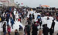 Erdemli'de Sahilinde Kar Şenliği