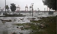 Fırtına ve Elektrik Kesintileri Mersin#039;i Felç Etti.