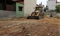 Toroslar'da Boş Arsalar Temizleniyor