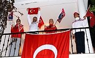 Mersin, Saat 21:00'de Tek Yürek İstiklal Marşını Balkonlardan Okudu