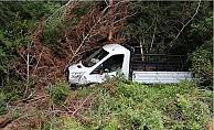 Mersin'de Kamyonet Ormanlık Alana Düştü: Aynı Aileden 3 Kişi Yaralandı