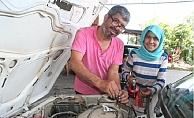 13 Yaşındaki Kız Çocuğu Babasının Oto elektrikçi Dükkanında Çıraklık Yaparak Okul Harçlığını Biriktiriyor