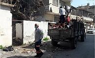 Terk Edilmiş Evden 4 Römork Çöp ve Atık Toplandı