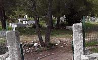 Tarsus'ta Hırsızlar Mezarlığın Kapısını Çaldı