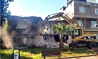 Akdeniz'de Tehlike Yaratan Binalar Yıkılıyor