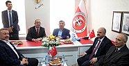 Bakan Yılmaz, Mersin'de Sivaslılar Derneği'ni Ziyaret Etti