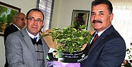 Başkan Tuna'dan Öğretmenlere Çiçek