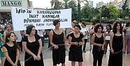 Işid'i Kendilerini Zincirleyerek Protesto...