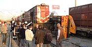 Mersin'de Tren İş Makinesine Çarptı: 1 Ölü, 1 Yaralı