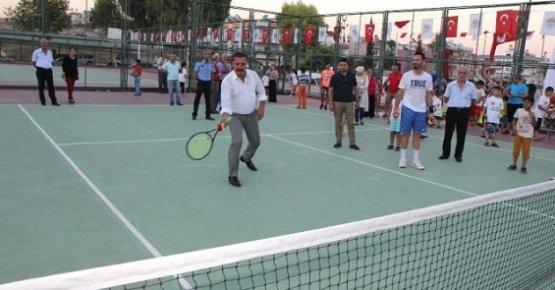 Toroslar'da Tenis Kursu Açıldı