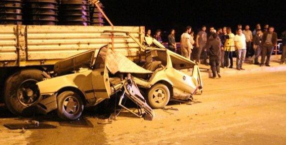 Tır'a Arkadan Çarpan 2 Genç Araç İçerisinde Can Çekerek Hayatlarını Kaybetti.