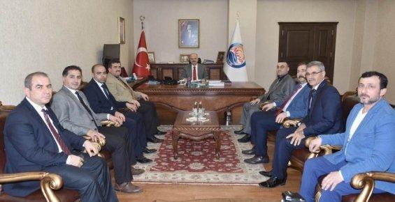 Vali Çakacak, AK Parti Tarsus İlçe Yönetimini Kabul Etti