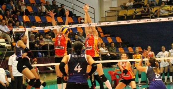 Bursa Büyükşehir Belediyespor Evinde  İdmanocağı'na Yenildi.