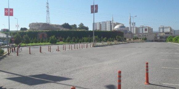 Yetkili Firma Fakülte Otoparkını Kapattı, Vatandaş Zor Durumda Kaldı