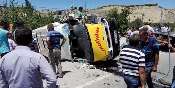 Yolcu Minibüsü İle Kamyonet Çarpıştı: 5 Yaralı
