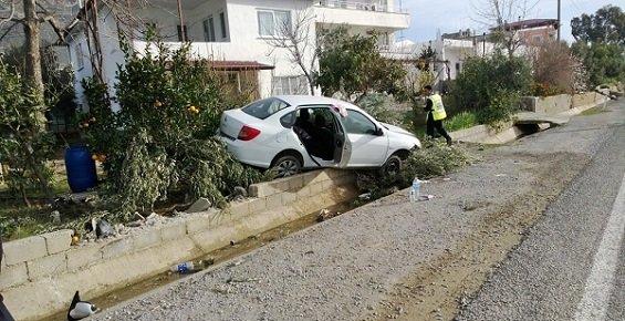 Yoldan Çıkıp Evin Bahçesine Giren Araçta 2 Kişi Yaralandı.