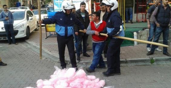 Zabıtaların Sokak Satıcısına Müdahelesine Tepki