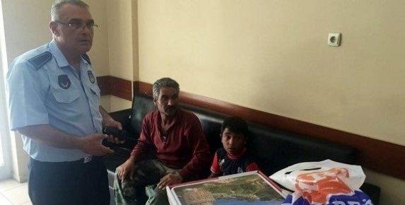Zatıta Çocuklara Dilencilik Yaptıran Suriyeliyi Polise Teslim Etti.